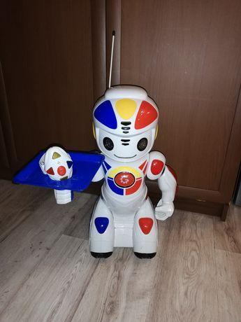 Робот Емилио с дистанционно