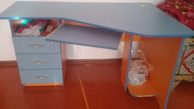 Детский компьютерный столик