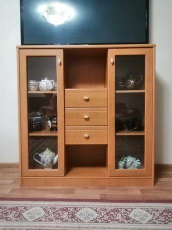 Книжный шкаф в идеальном состоянии