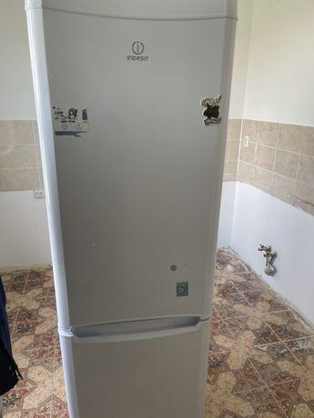 Продом холодильник Indesit
