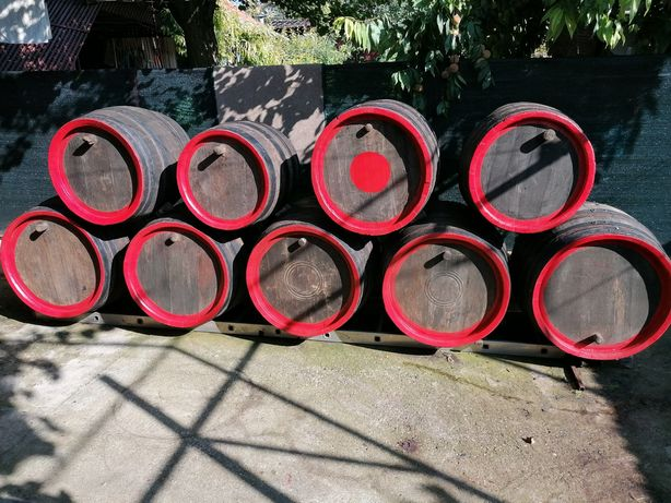Butoi pentru vin sau ornament curte și gradina