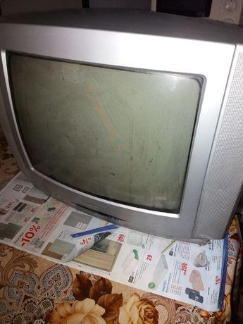 Телевизор САНГ. Работи чудесно.Необходим е декодер за свързване с