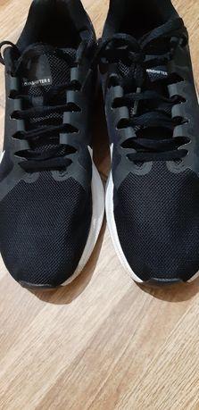 Adisas alergare Nike