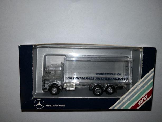 Se vinde machetă,jucarie camion Mercedes Benz
