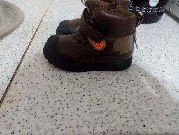 Продается демисезонная детская обувь на мальчика