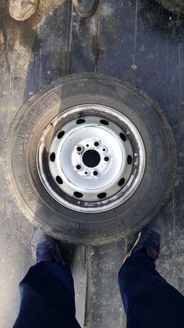 Желязна джанта с гума 215 70 15 С пирели