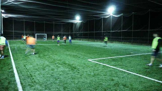 vand gazon sintetic 6 cm fotbal tenis teren complet echipat