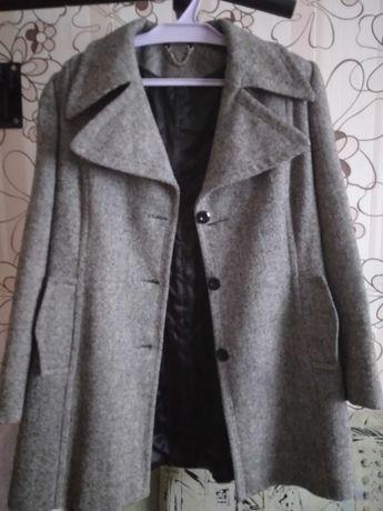 Пальто осеннее   .