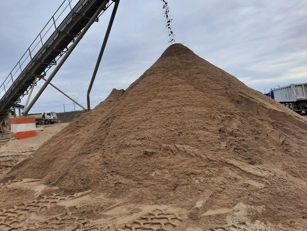 Transportam nisip sort balast piatra concasata. Între 1-22 metri cubi.