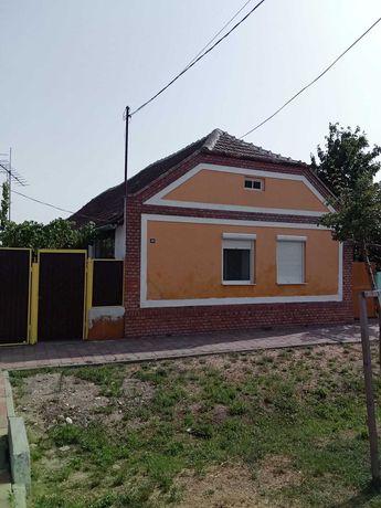 Casa de vanzarea cu garaj in Sannicolau Mare