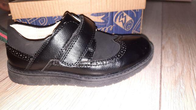 Туфли детскии срочно продам