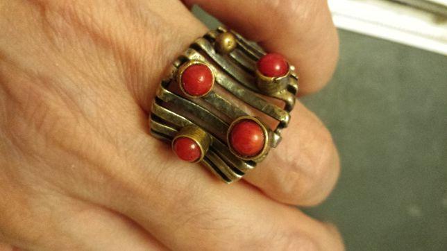 inel argint cu coral