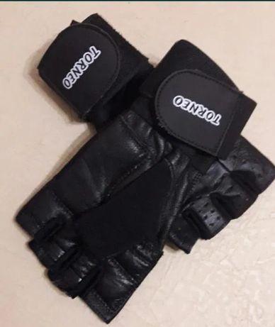 Перчатки кожаные  для спорта продаются