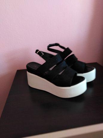 Sandale noi frumoase mărimea 39nu au fost folosite