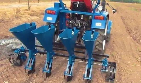 Semanatoare 4 randuri pentru usturoi si arpagic ceapa pentru Tractor