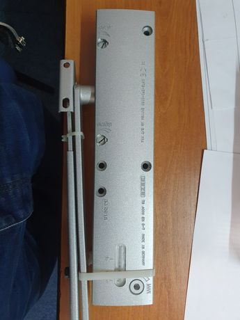 amortizor cu brat articular standard GEZE TS 4000 pentru uși grele
