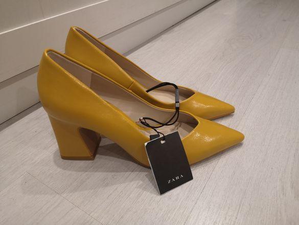 Жълти класически обувки Зара