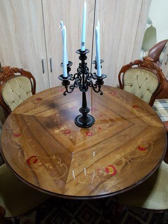 Masă   cu patru scaune tapițate