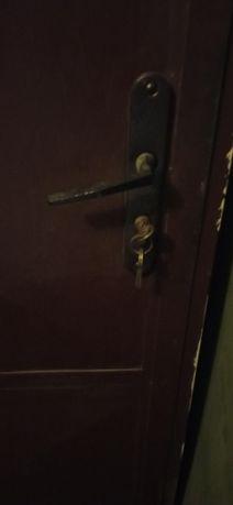 Метална врата с каса