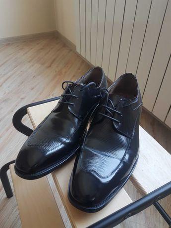 Мужские туфли и лоферы