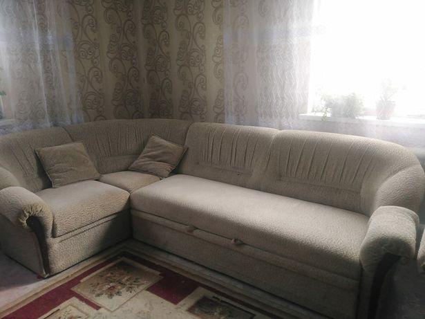 Угловой диван с двумя креслами,белого цвета