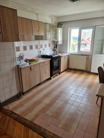Închiriez apartament cu două camere. Mobilat  parțial