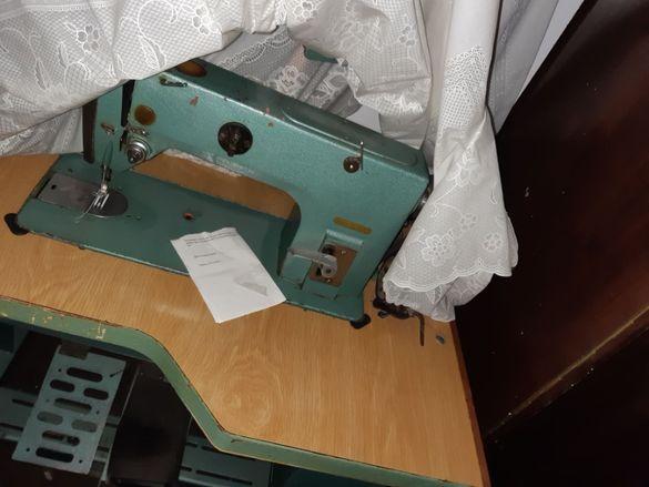 Професионална машина за шиене