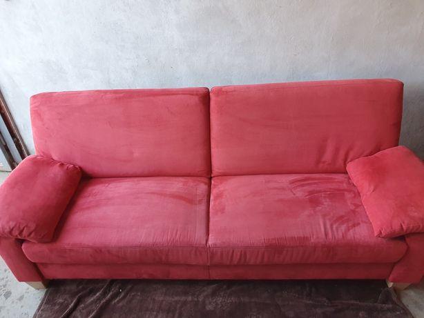 Canapea rosie din pluș