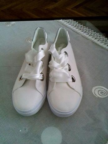 Дамски спортни обувки.Номер 38.