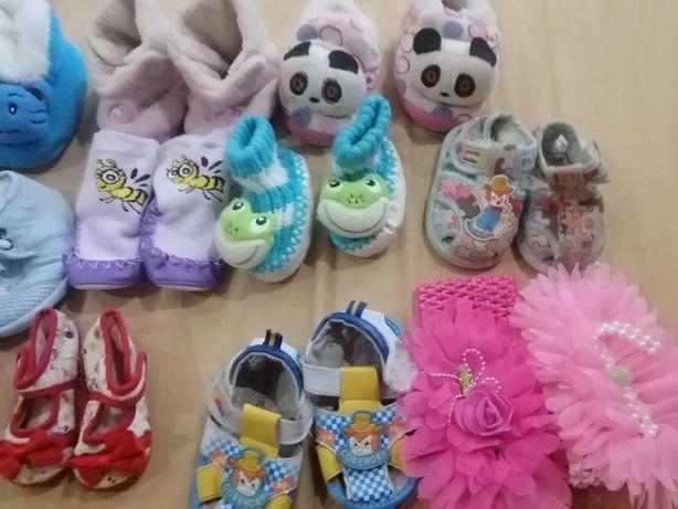 Продам новорождённую обувь носки