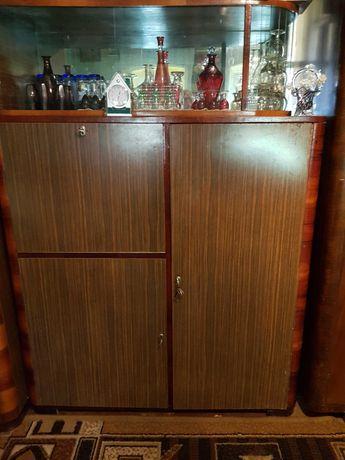 Mobilă cameră ,cu 3 dulapuri mari,2 servante,o vitrină, fotolii,măsuță