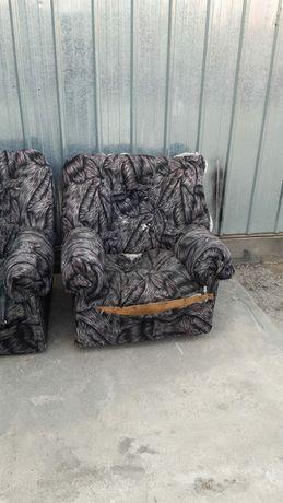 Отдам даром два кресло