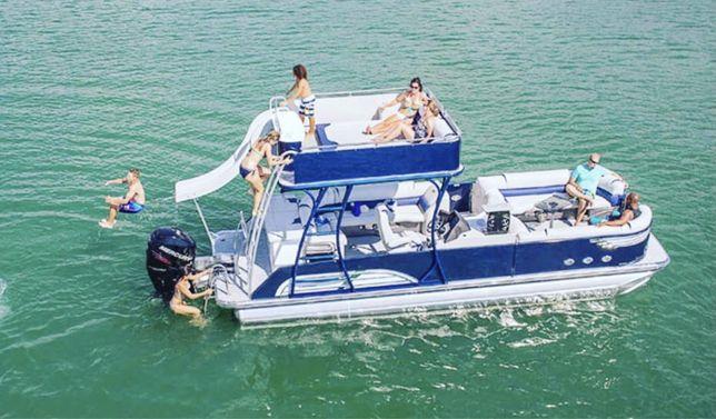 Продам новые двух этажные с горками катера вместимость 30 человек.