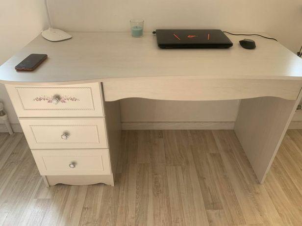 Продам стол и верхнюю полку