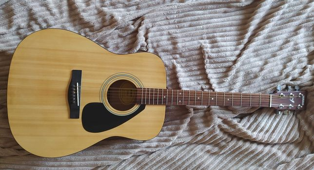 Продам гитару Ямаха