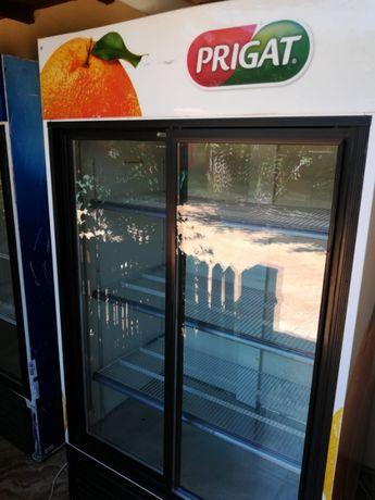 Vitrine verticale frigorifice de inchiriat
