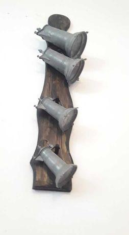 set de patru pahare carafe cu capac pe suport de lemn