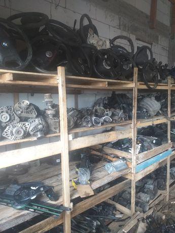 Vând diferite piese din dezmembrări electromotoare alternatoare pompe
