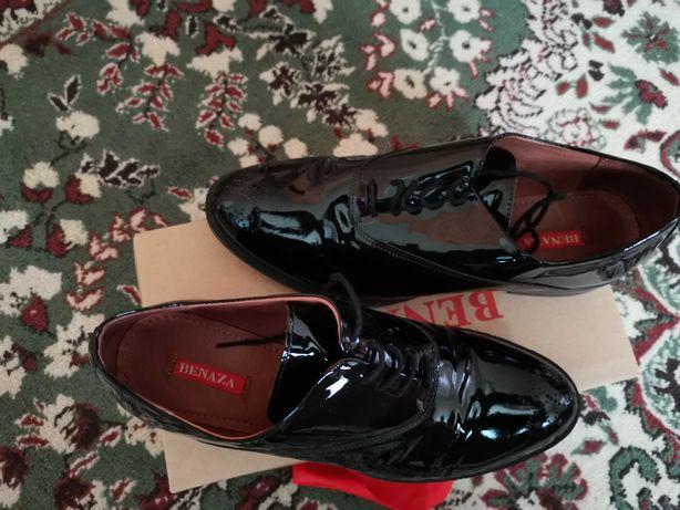 Pantofi lăcuiți damă mărimea 40 model deosebit
