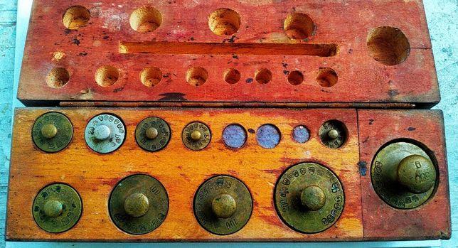 Set vechi de greutati pentru cantar