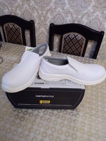 Спец обувь белого цвета новый