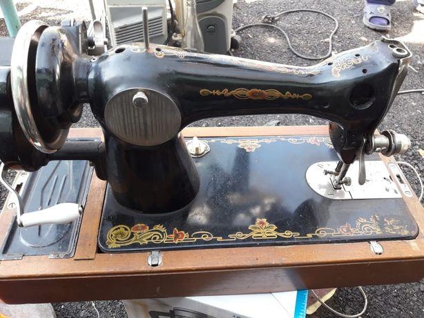Швейная машинка рабочая!!