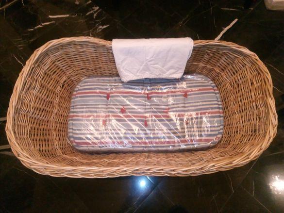 Плетен бебешки кош+подарък кош за дрехи