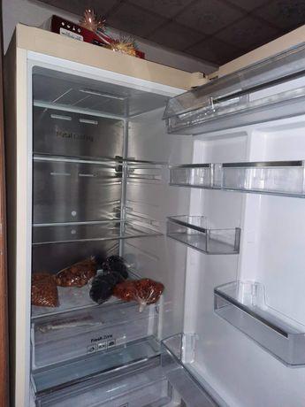 Продается холодильник  Samsung А+ высокий эконом энергии; бесшумный;