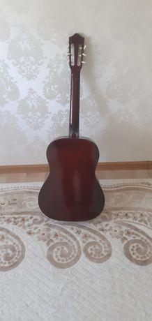 Продаю гитару классическая