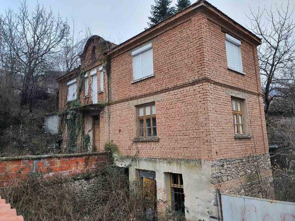 Продавам къща в центъра на с.Тополово