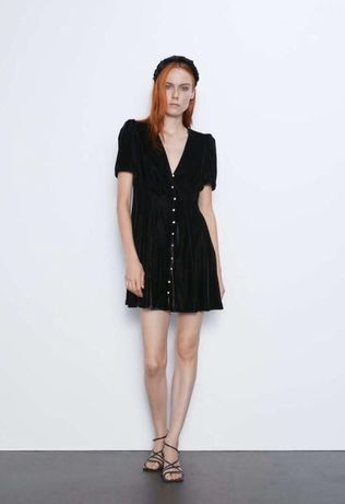 Короткое черное платье от Zara