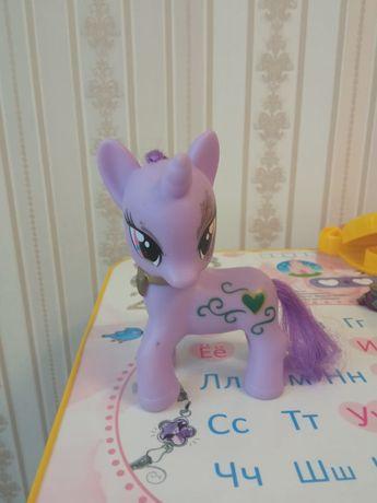Продается фигурка пони.