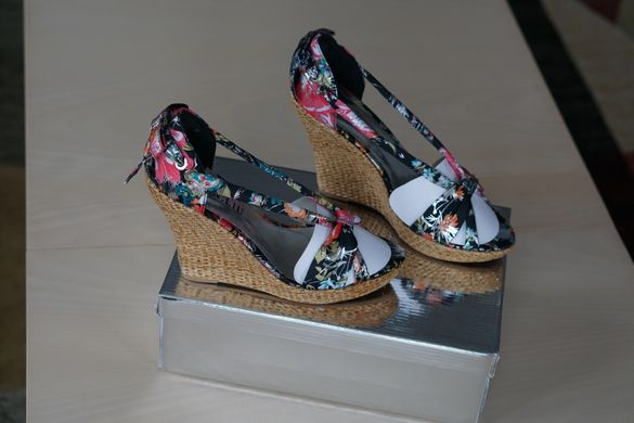 Летни обувки с платформа