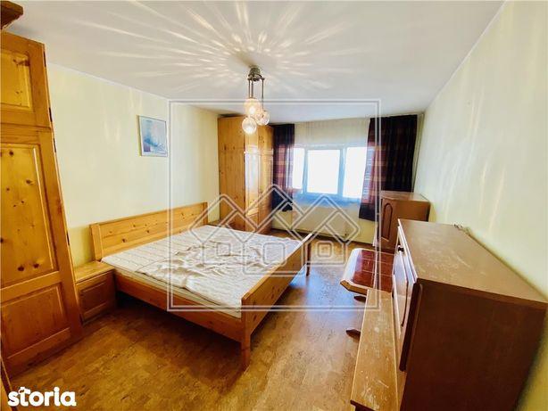 Ap cu 2 camere, balcon si pivnita situat in Zona Vasile Aaron